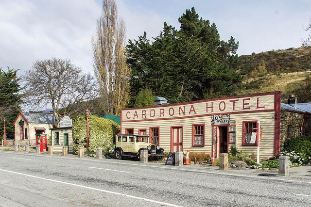 Cardona, Hotel, wanaka