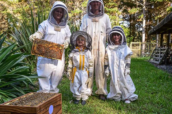 La visite du rucher à Cocozen