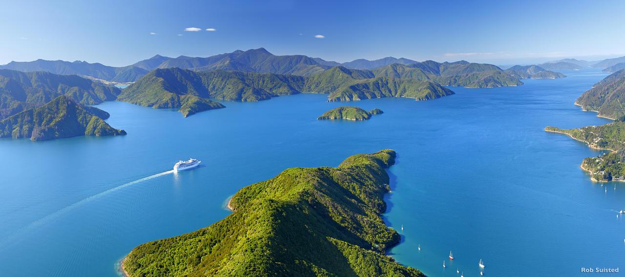 Arrivée en bateau sur l'Ile du Sud de la Nouvelle-Zélande, via les Marlborough Sounds