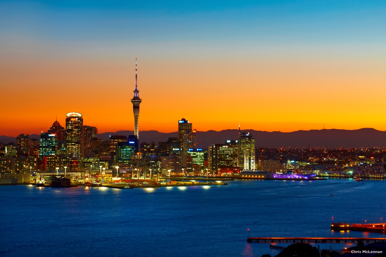 La ville d'Auckland au coucher du soleil