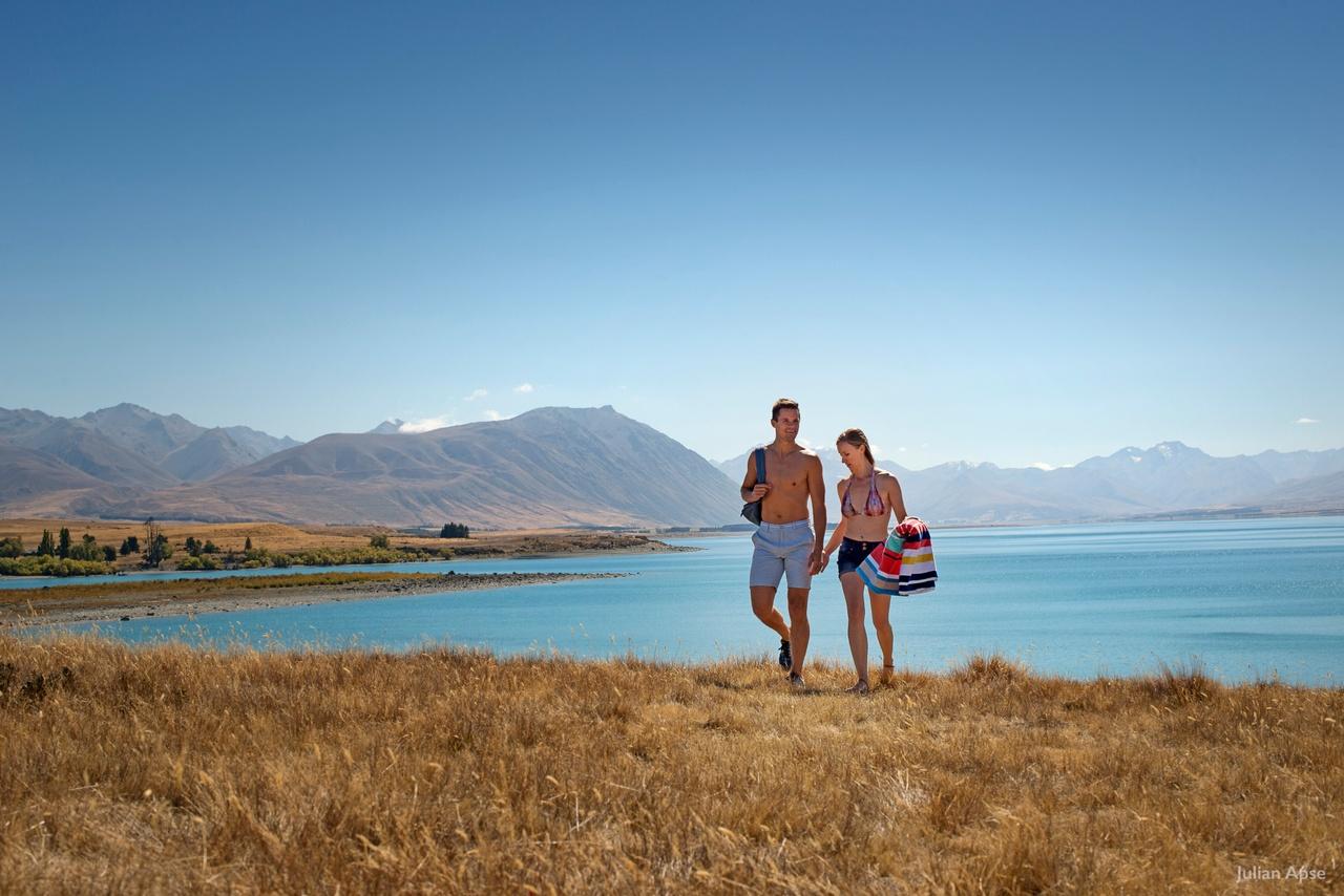 Pique-niquer au bord d'un lac de l'Ile du Sud