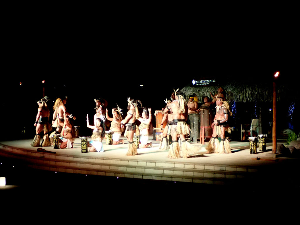 Spectacle de danse traditionnelle en Polynésie Française
